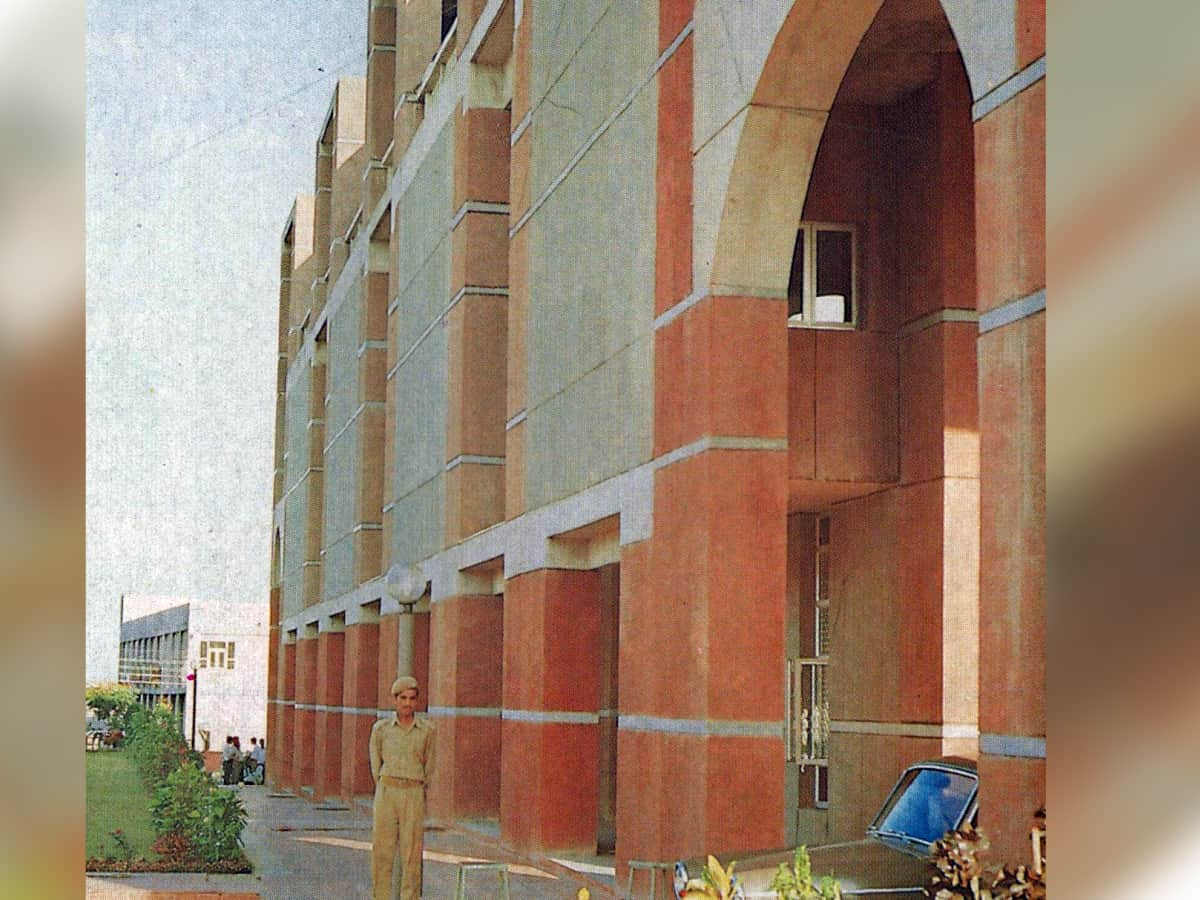 Workplace <br> 1990 <br> Bhopal Development Authority Headquarters, Bhopal; Anant Raje