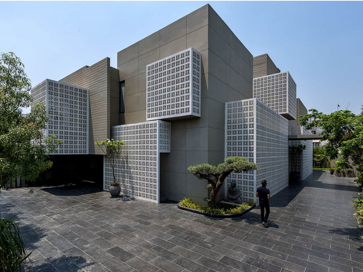 Built almost entirely in raw concrete, a natural palette of sandstone and wood with muted colors, vivid Indian art and landscape are brought together in different compositions in each of the internal volumes <br> 18 Screens, Lucknow, India; Sanjay Puri Architects <br> photographs: Dinesh Mehta