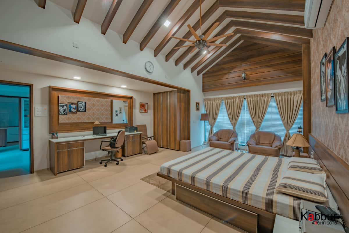 The conjuncture of the walls and the sloped roof creates a unique form  <br> photographs: Deepak Sondur photography
